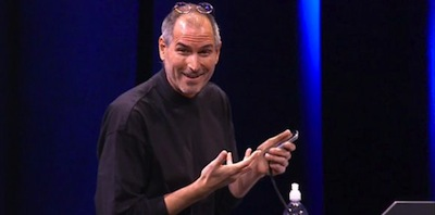 article_teaser_steve_jobs_holds_iphone_and_smiles_during_ip